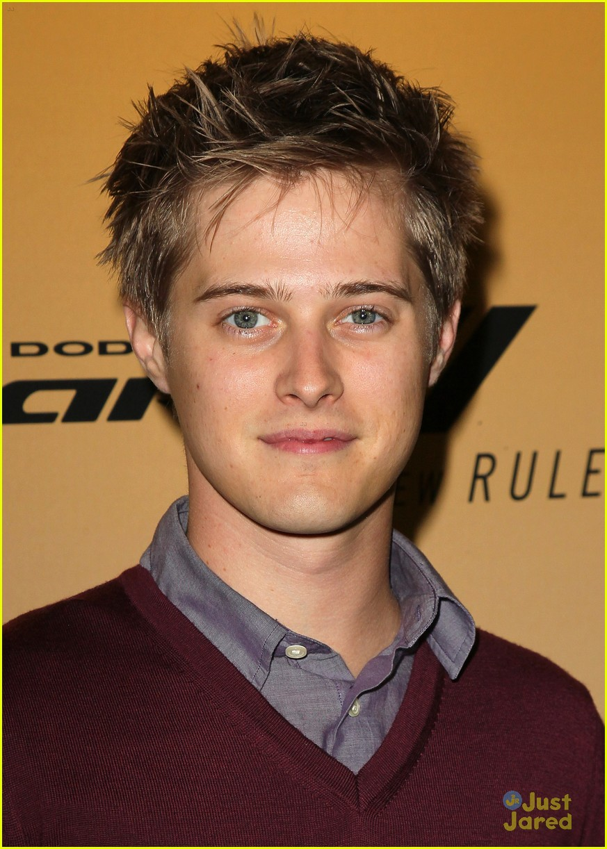 lucas grabeel family guy 08