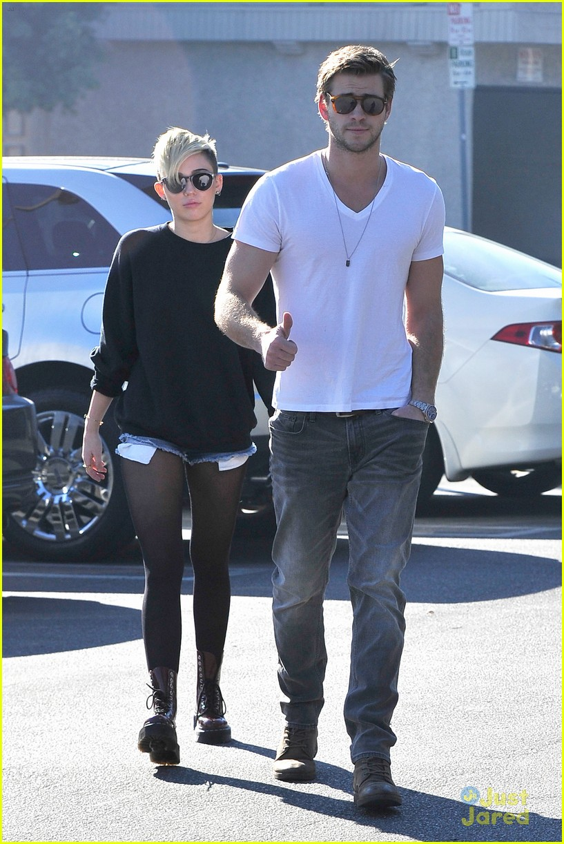 miley cyrus liam hemsworth coffee 10
