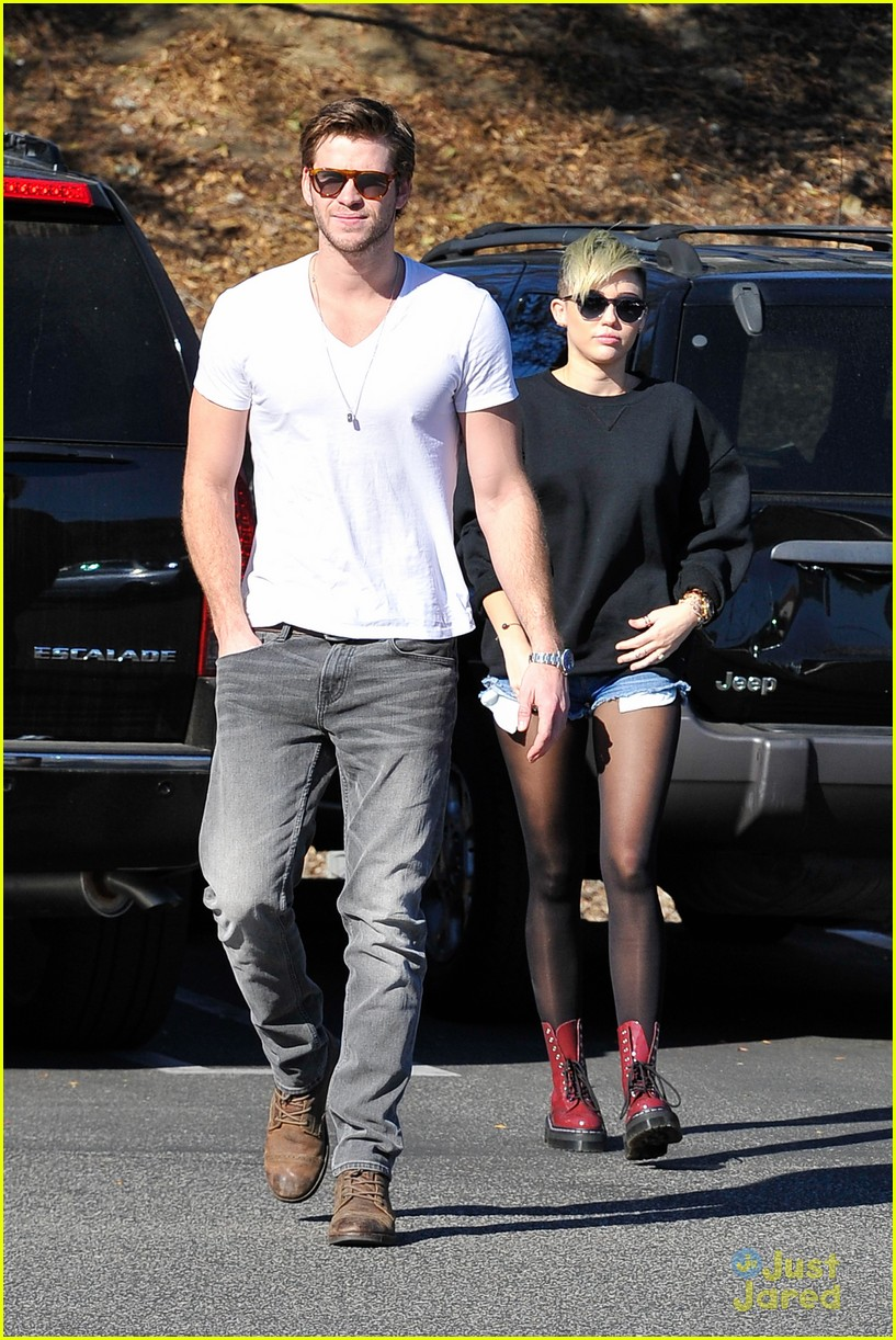 miley cyrus liam hemsworth coffee 12
