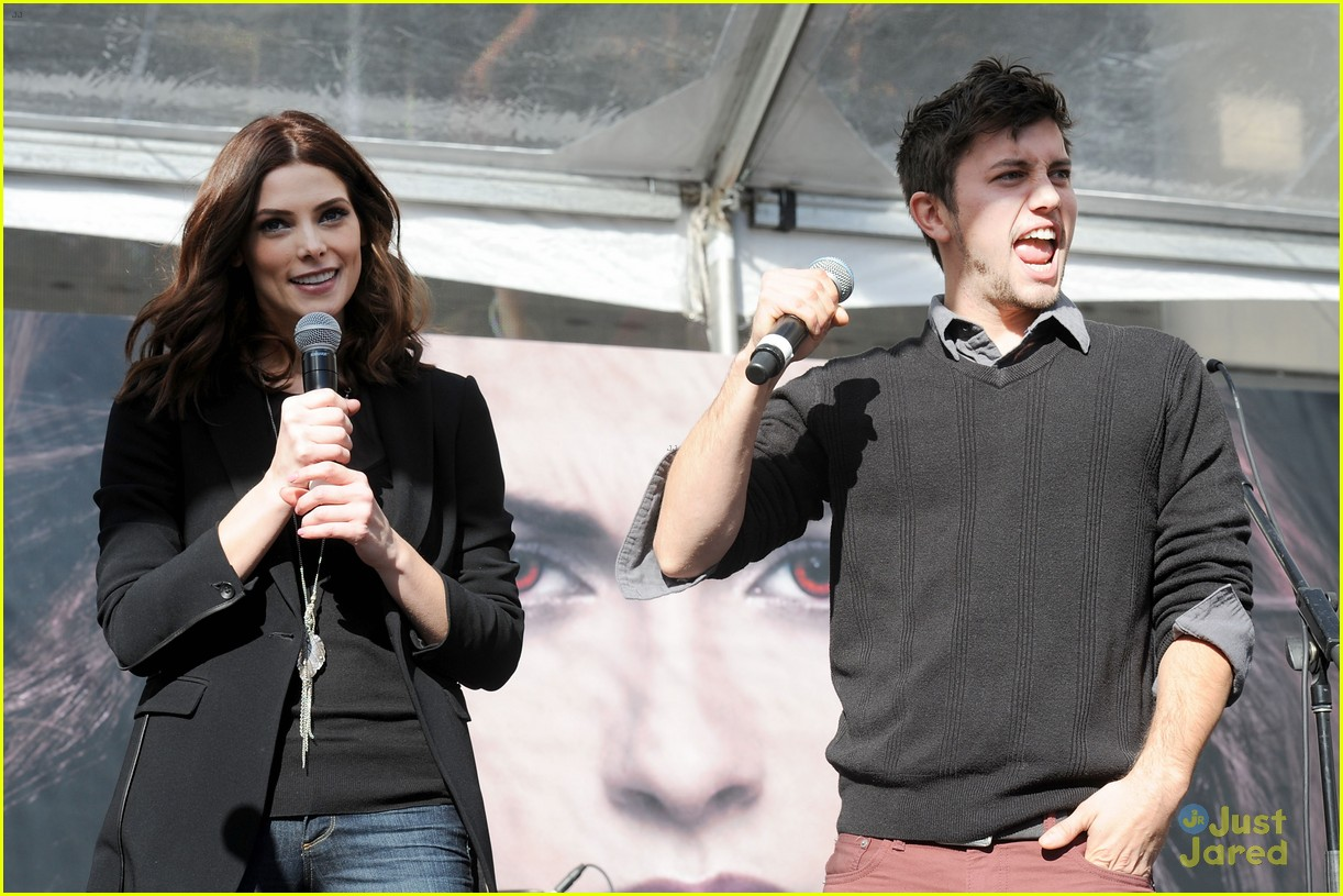 ashley greene nikki reed twilight fan camp concert 08