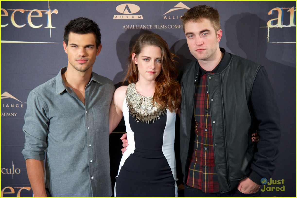 kristen stewart robert pattinson breaking dawn madrid photo call 02