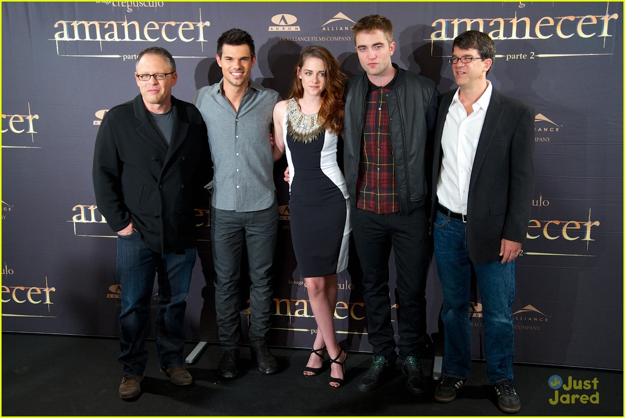 kristen stewart robert pattinson breaking dawn madrid photo call 23