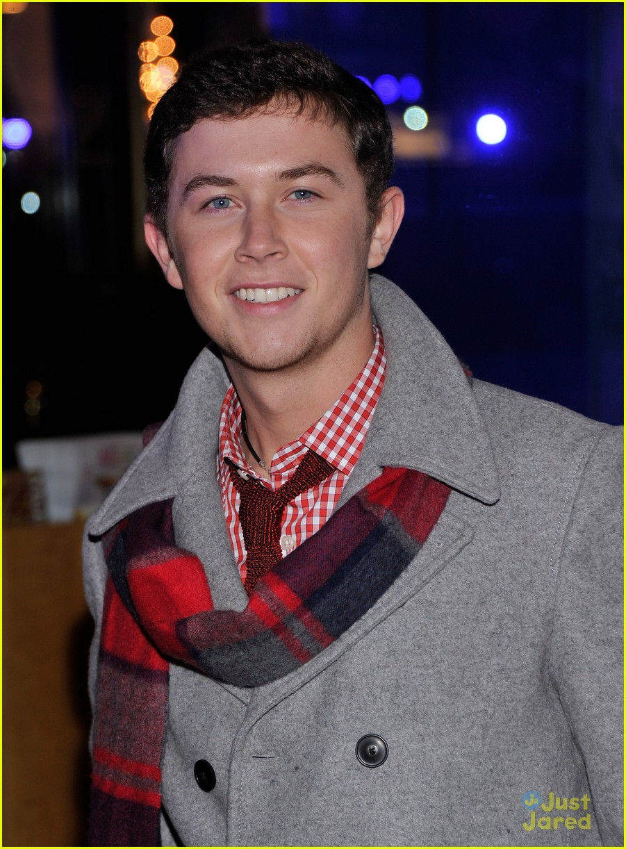 scotty mccreery il volo tree lighting 06