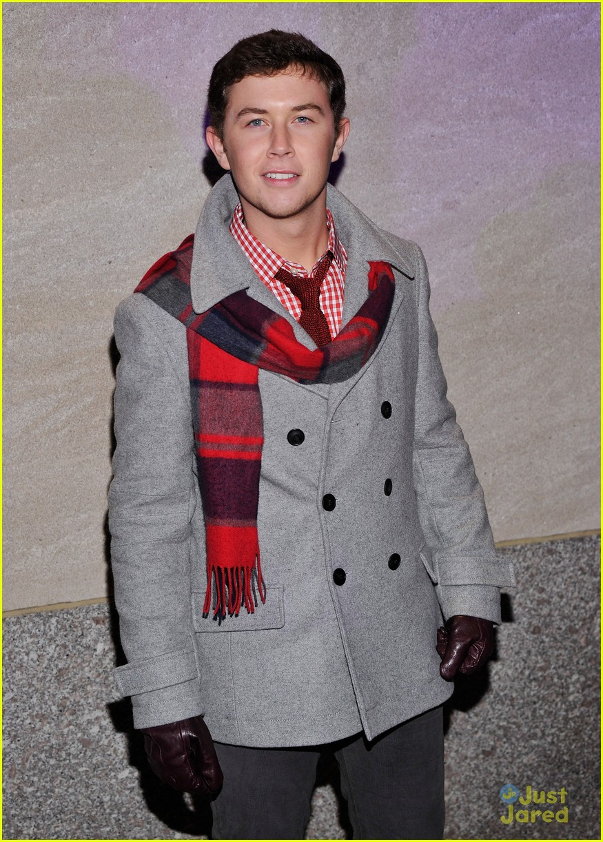 scotty mccreery il volo tree lighting 10