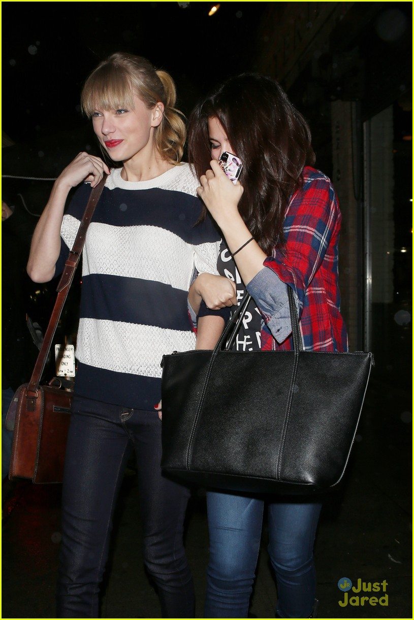 selena gomez taylor swift saturday night dinner duo 07