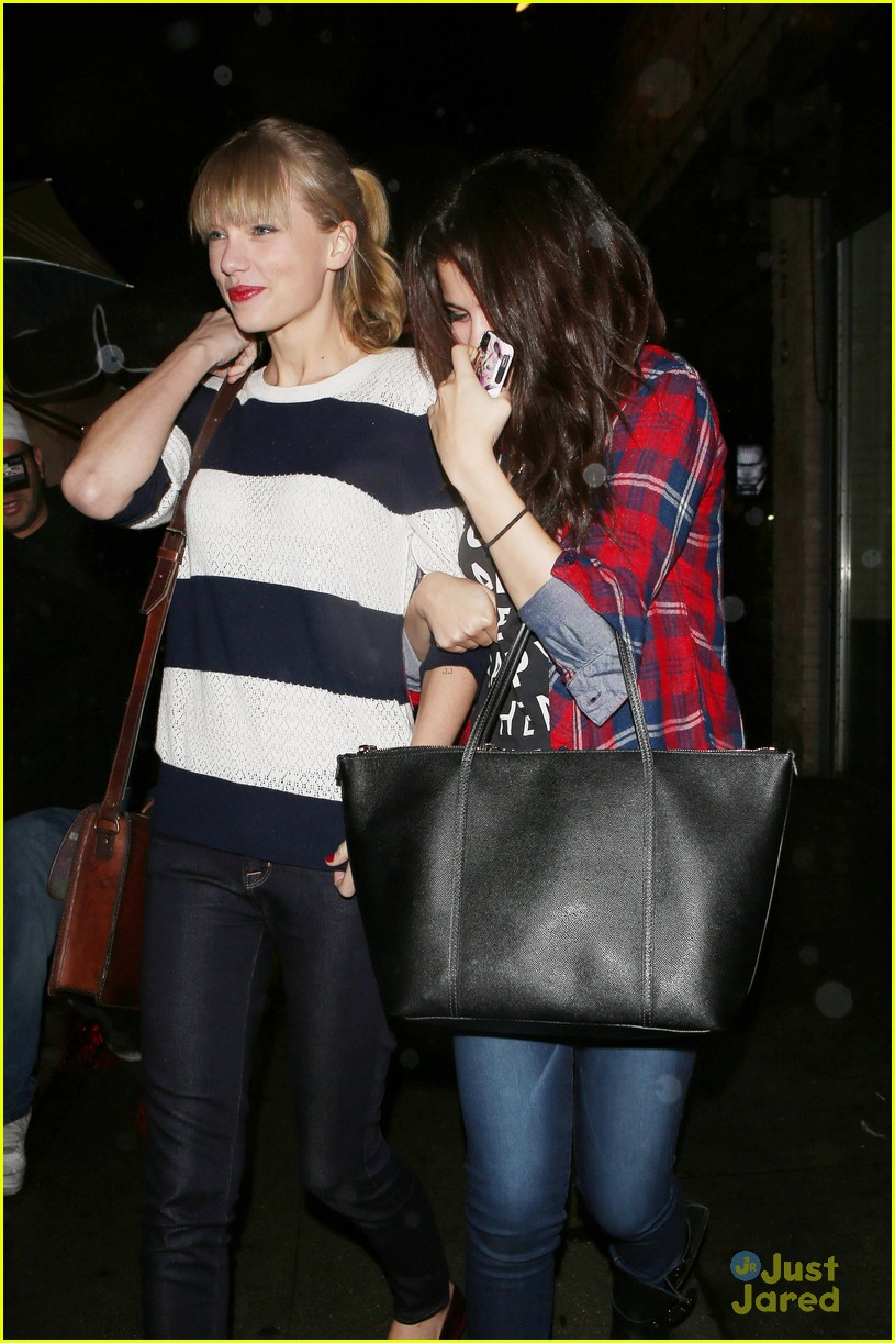 selena gomez taylor swift saturday night dinner duo 10