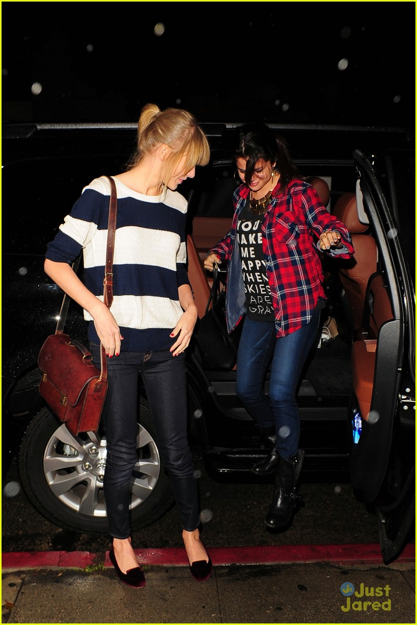 selena gomez taylor swift saturday night dinner duo 15