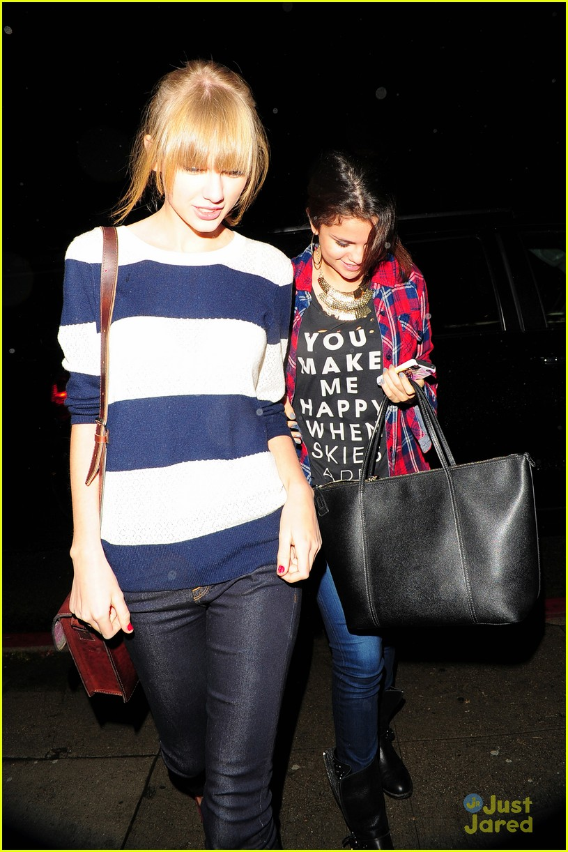 selena gomez taylor swift saturday night dinner duo 18