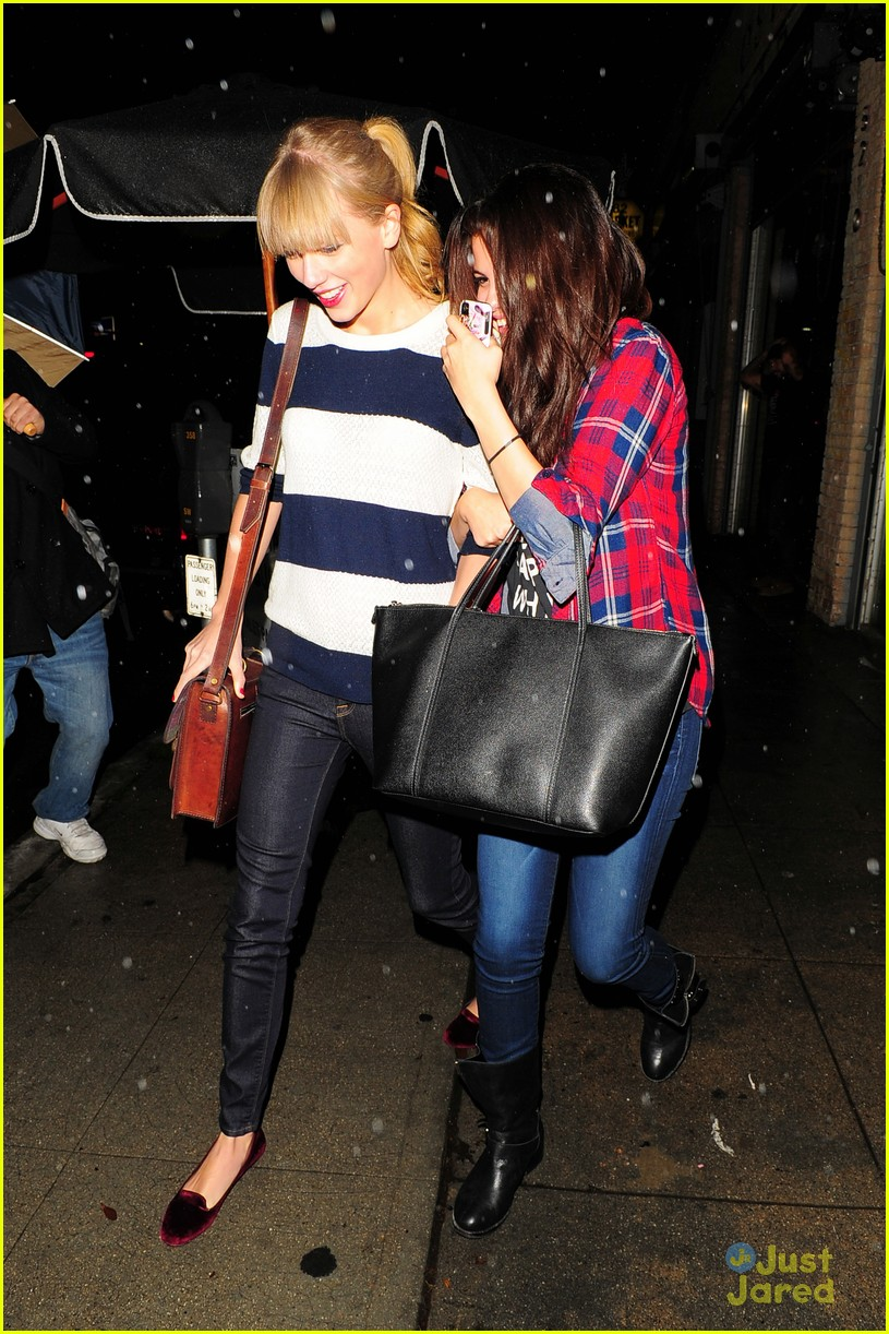 selena gomez taylor swift saturday night dinner duo 21