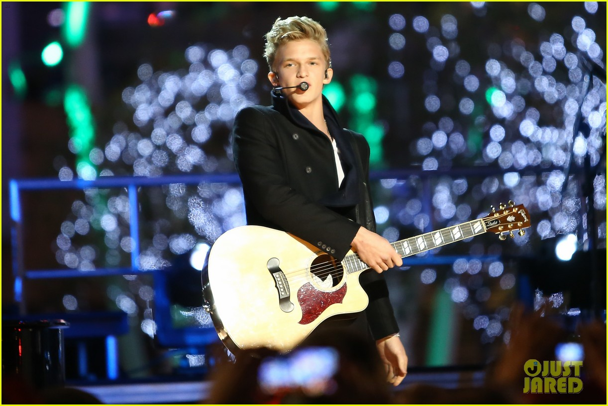 cody simpson la live tree lighting 06