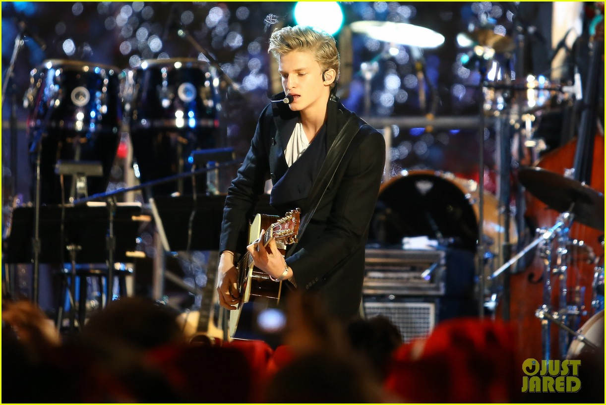 cody simpson la live tree lighting 09
