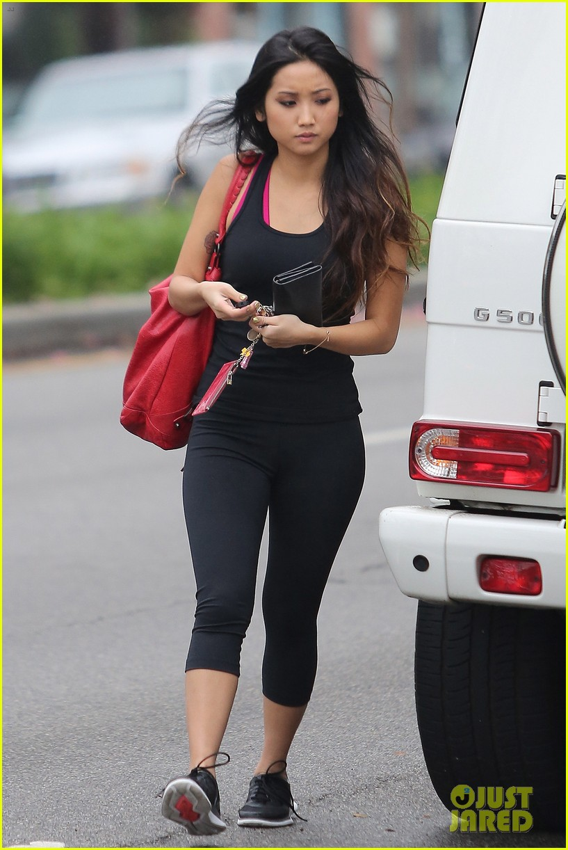 brenda song hits the gym 01