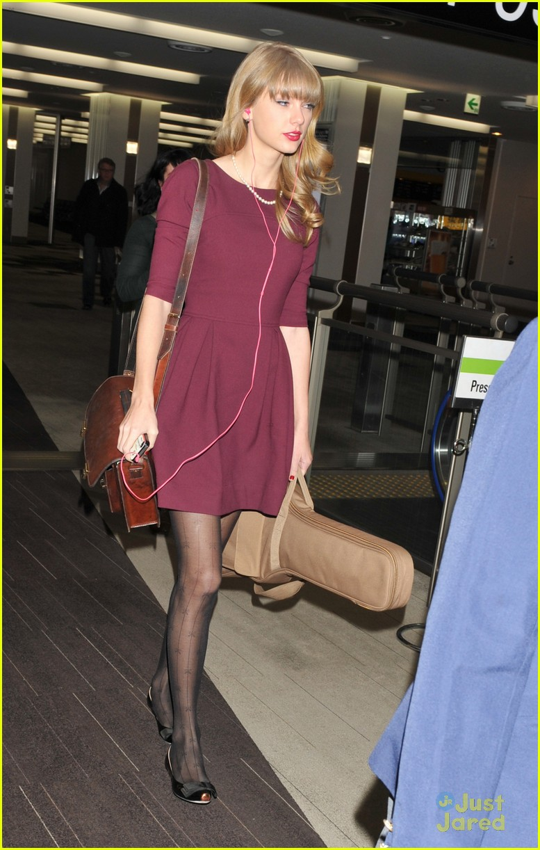 taylor swift off to australia 03