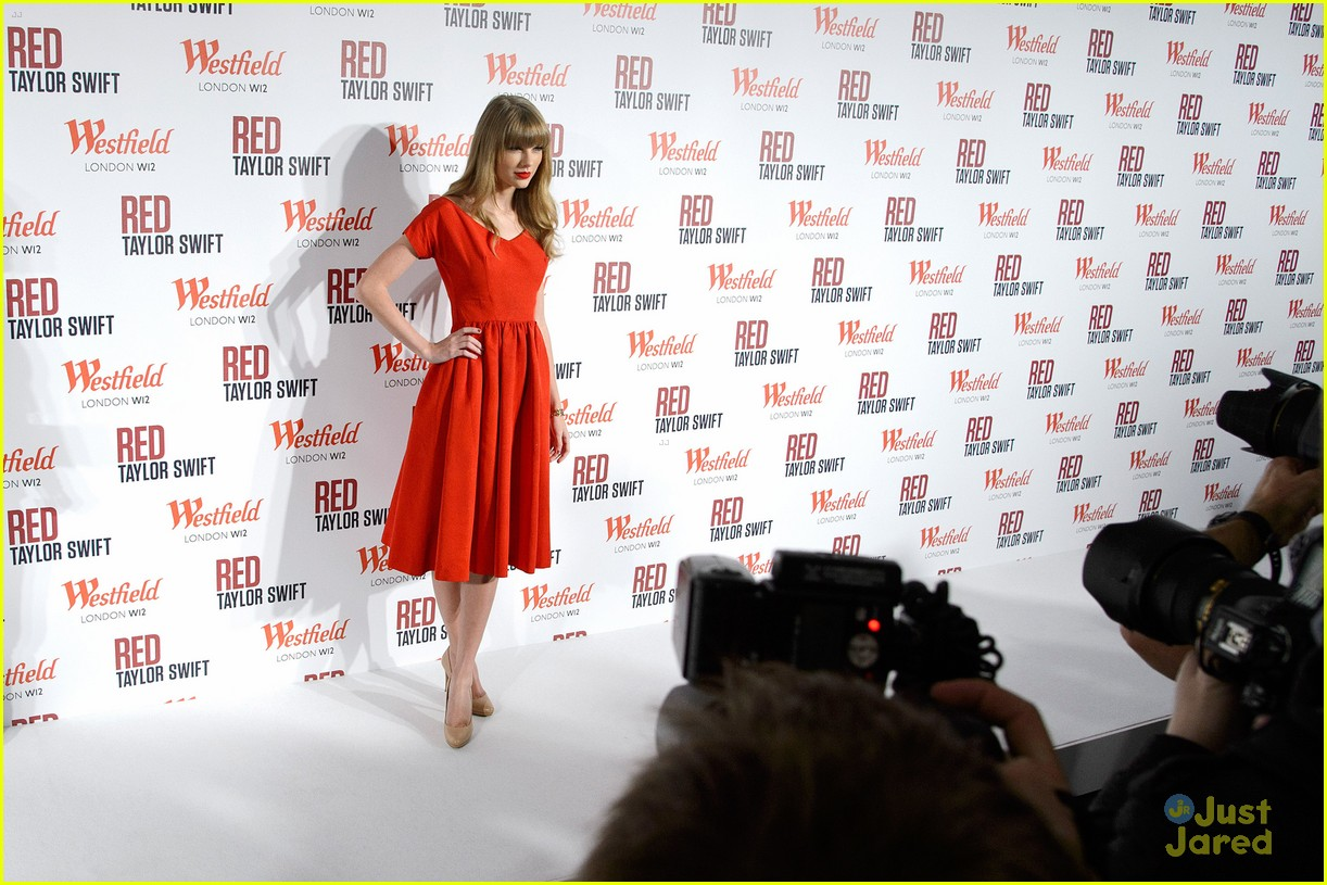 taylor swift westfield lights london 03