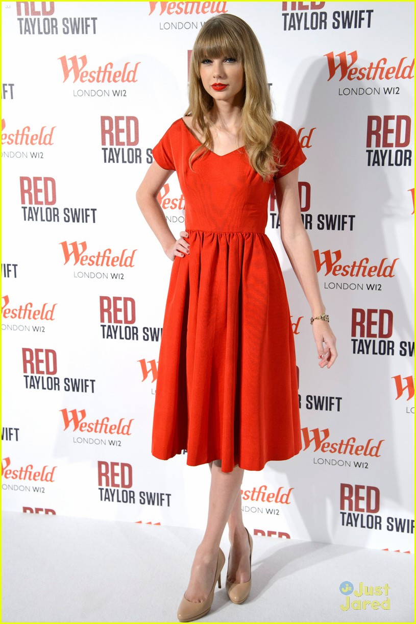 taylor swift westfield lights london 19