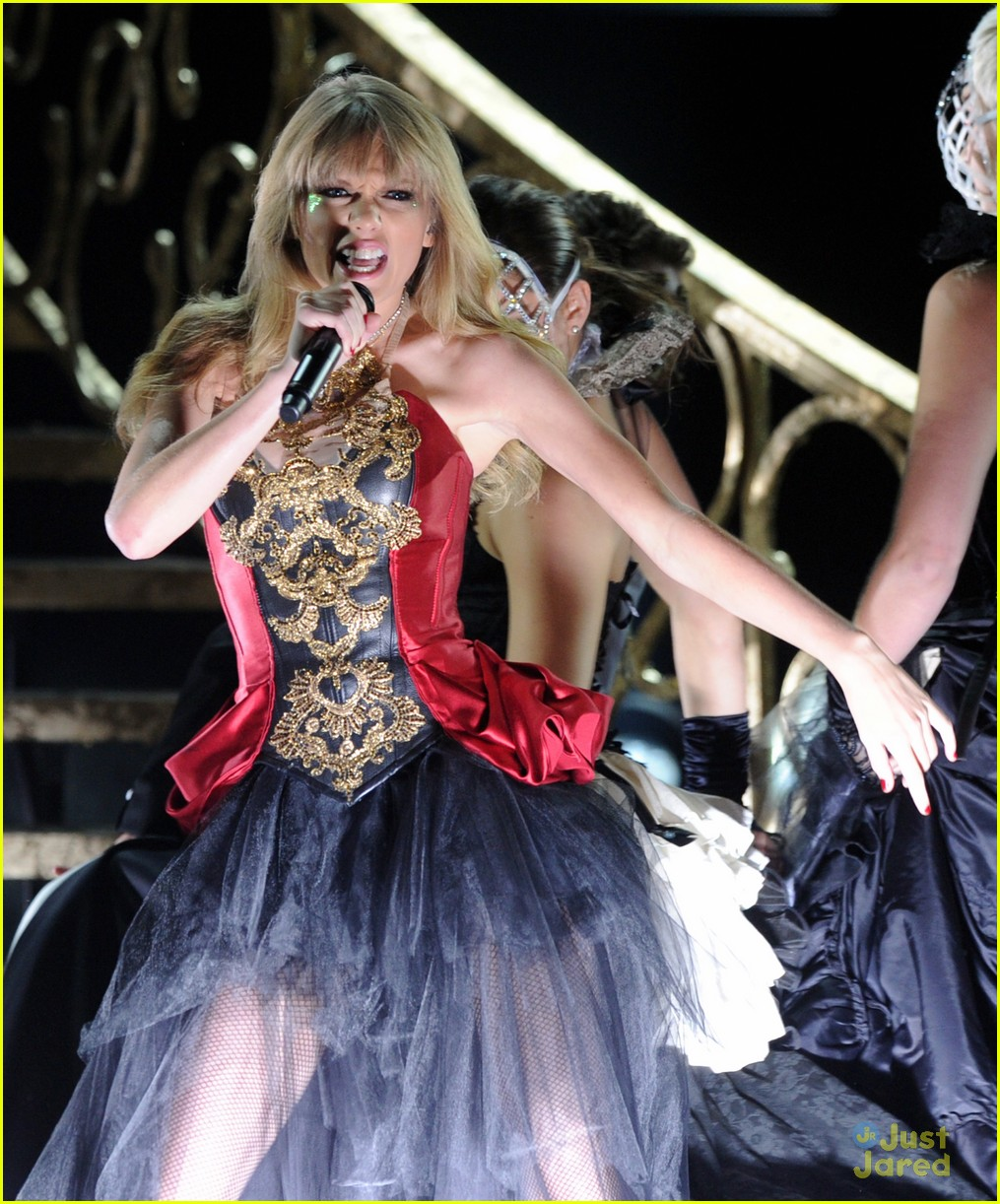 taylor swift trouble amas 03