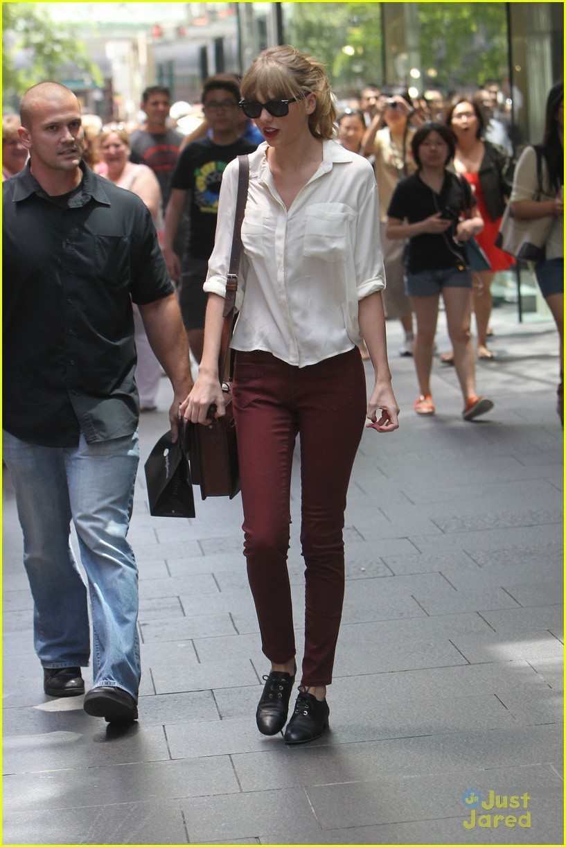 taylor swift sydney shopping spree 03