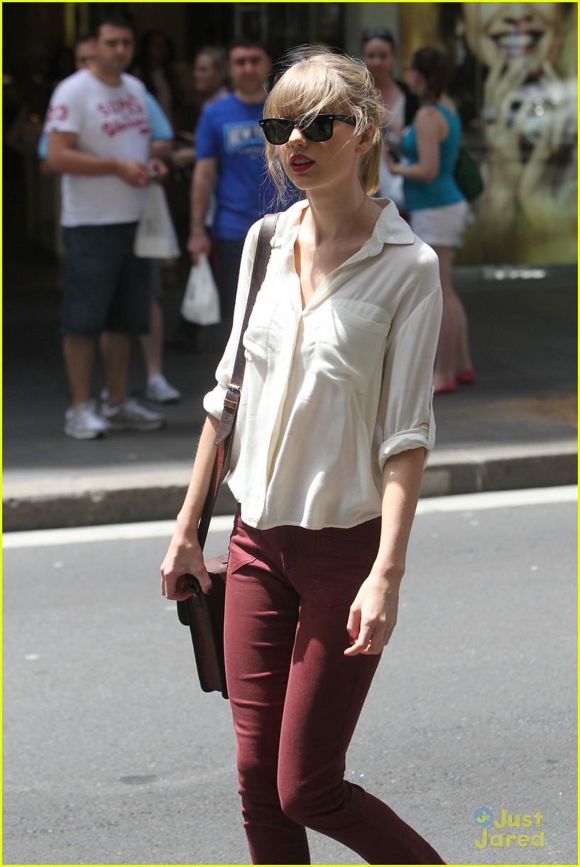 taylor swift sydney shopping spree 25