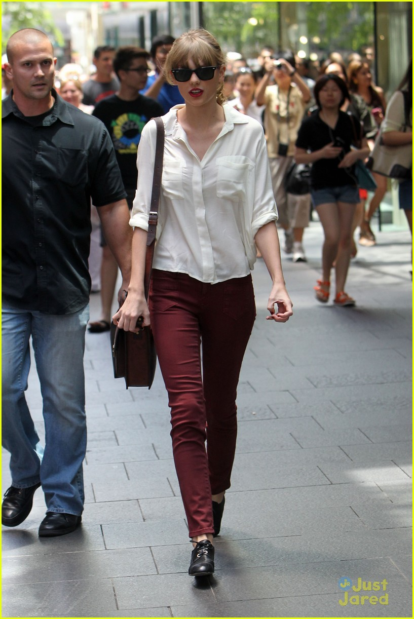 taylor swift sydney shopping spree 30
