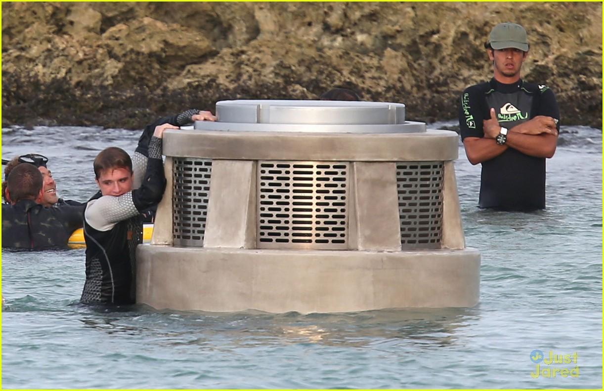 jennifer liam josh thg hawaii 16