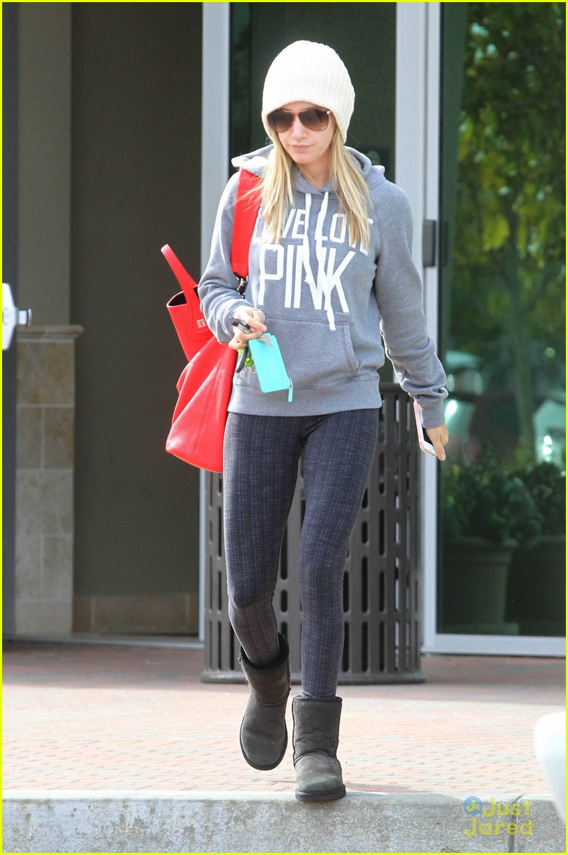 ashley tisdale pink dentist 05