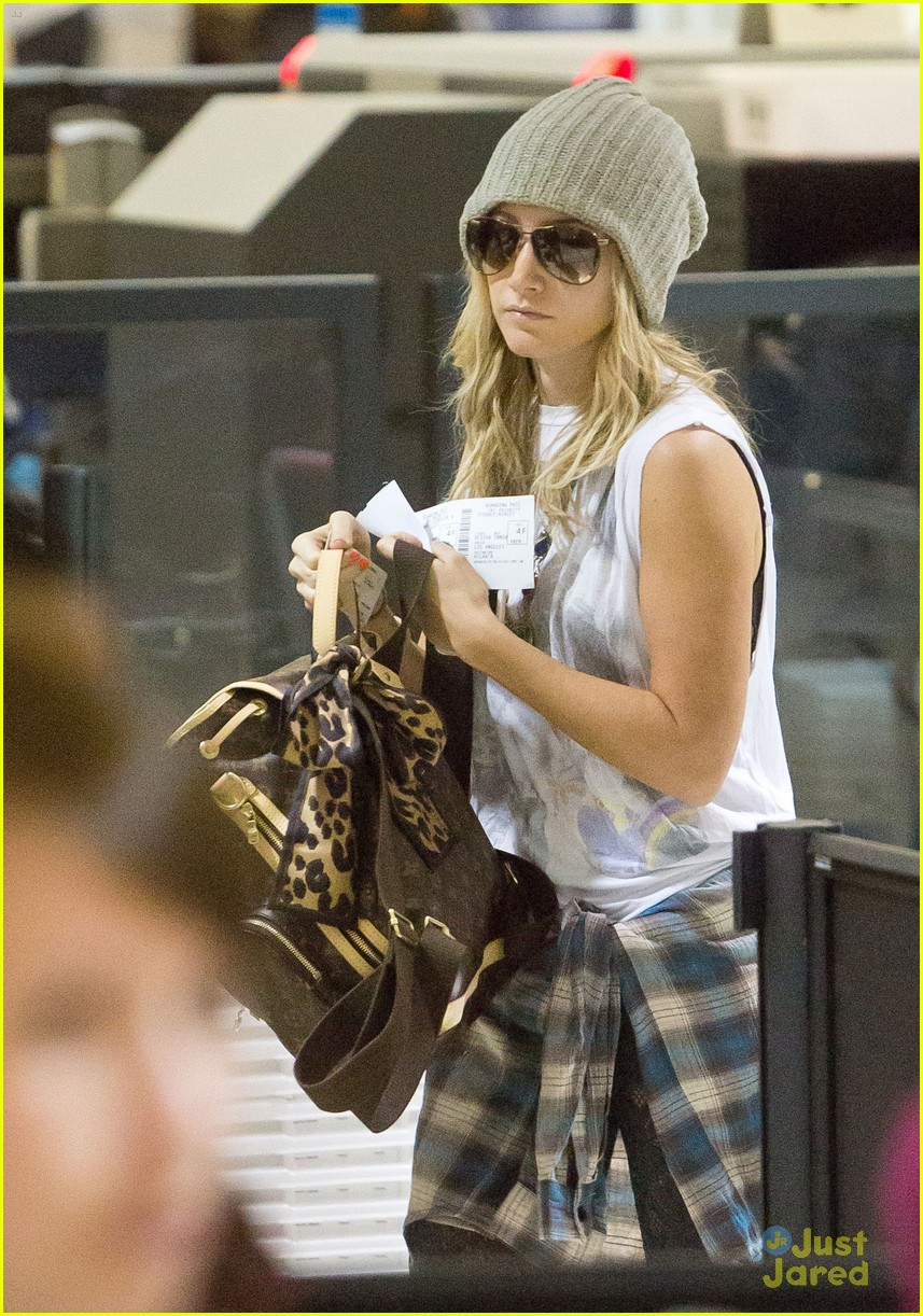 ashley tisdale lax thanksgiving 04