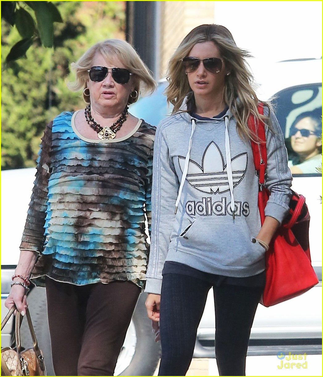 ashley tisdale voted tuesday 04
