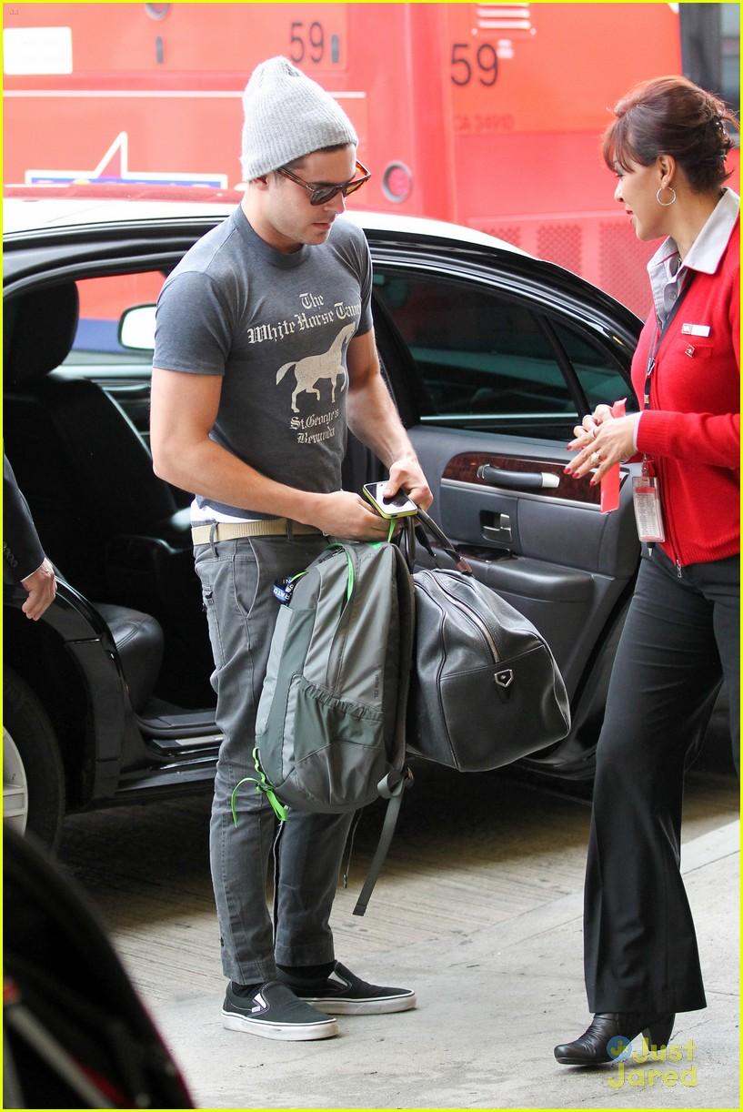 zac efron lax rainy goodbye 05