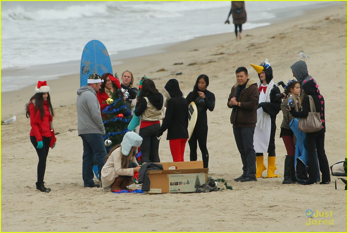 fifth harmony carly sonenclar holiday beach shoot 01