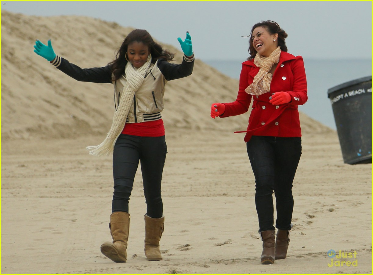 fifth harmony carly sonenclar holiday beach shoot 02