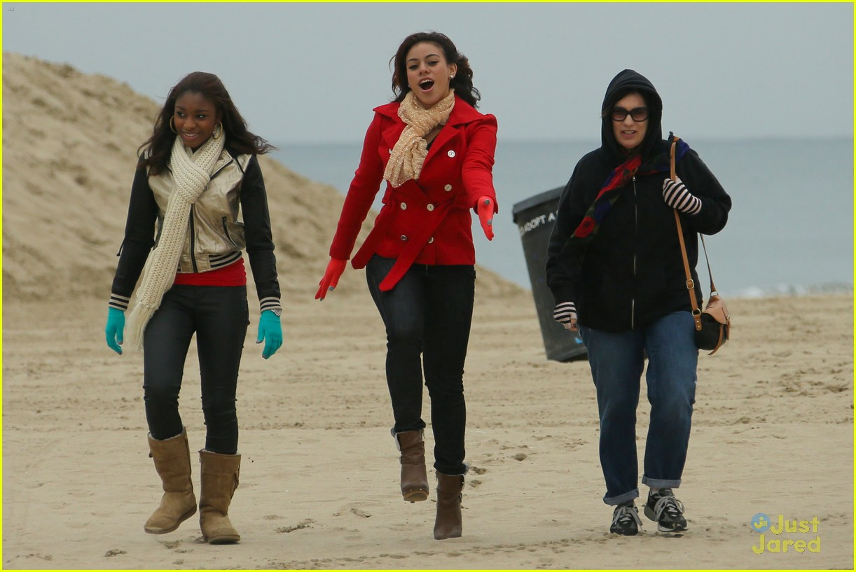 fifth harmony carly sonenclar holiday beach shoot 08
