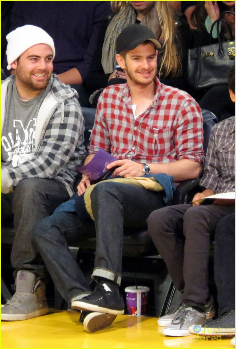 andrew garfield lakers game 04