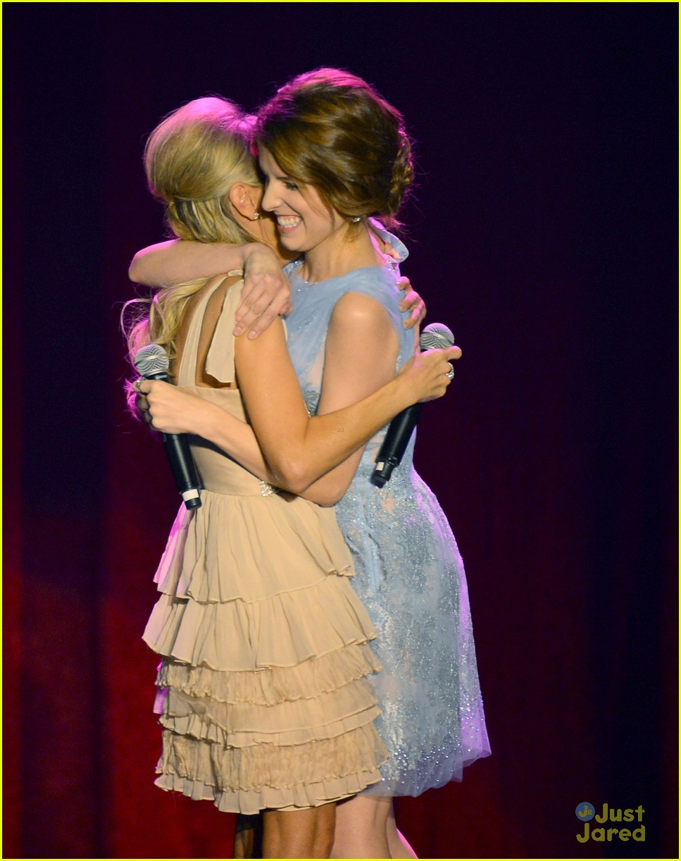 anna kendrick brittany snow 2012 trevor live 23