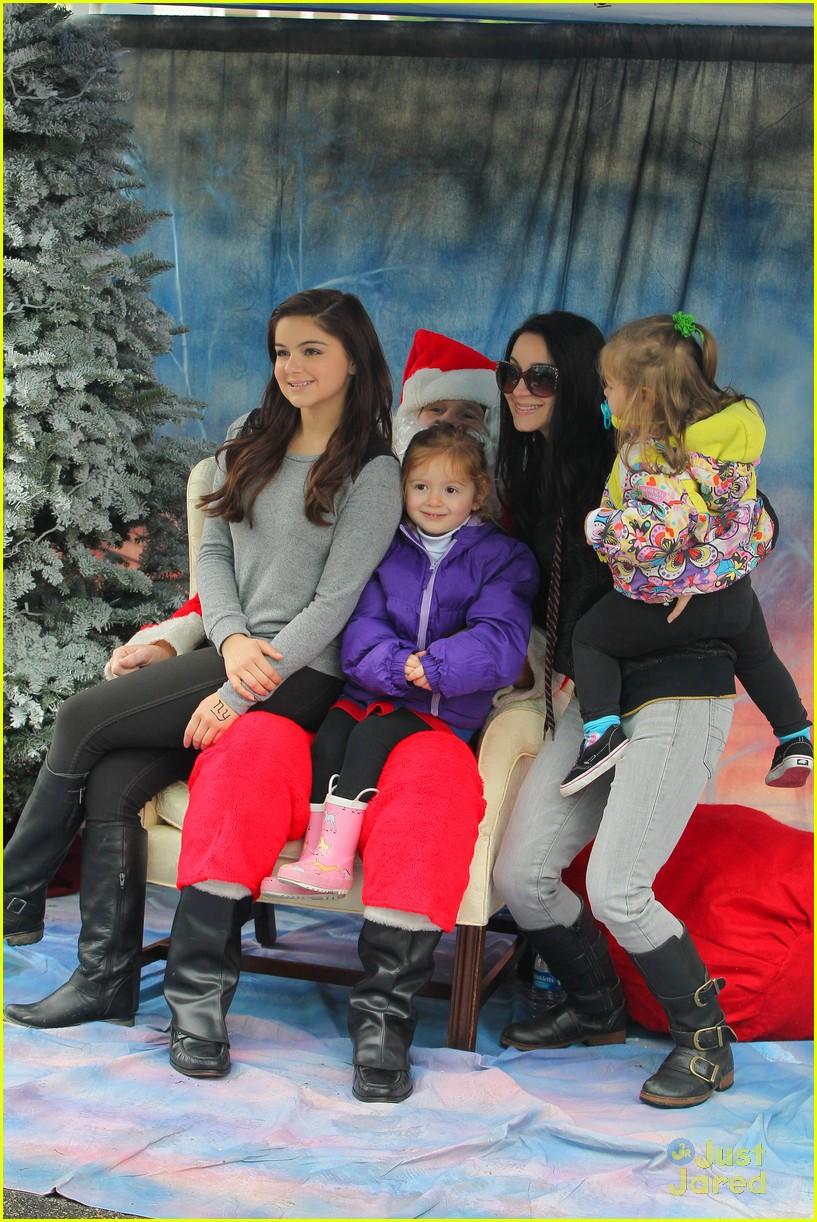 ariel winter santa visit 15