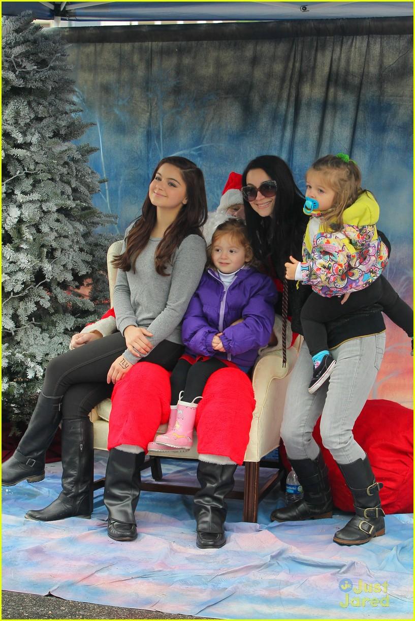 ariel winter santa visit 21