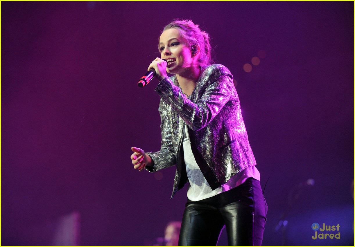 bridgit mendler power 961 jingle ball 15