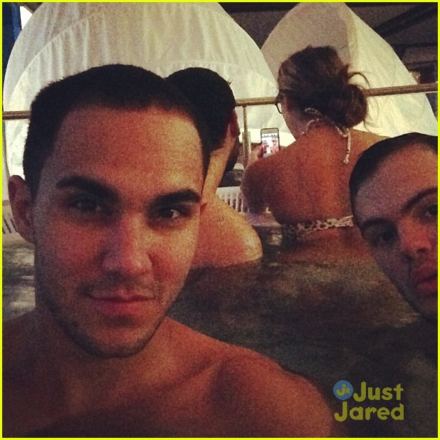 carlos pena alexa vega xmas eve 02