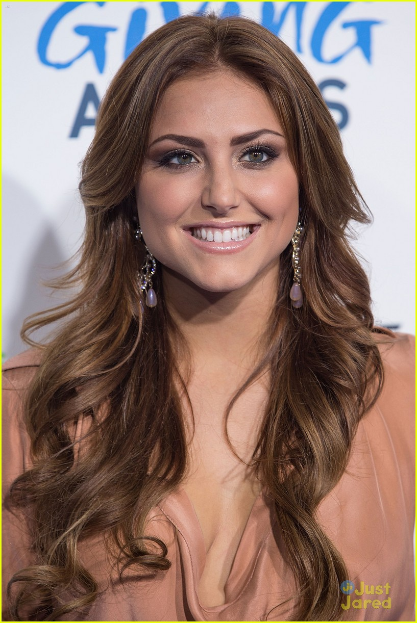 cassie scerbo giving awards 06
