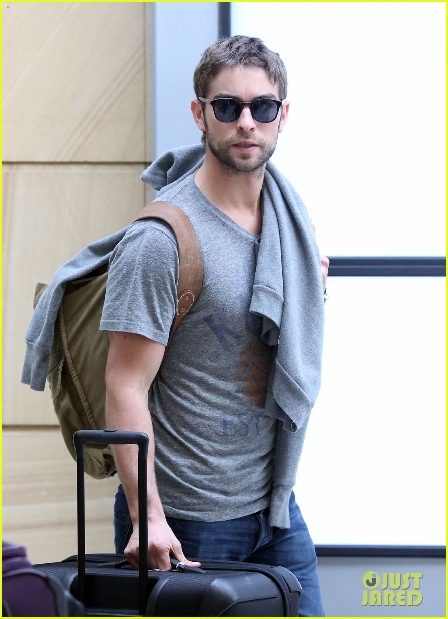 chace crawford sydney airport 01