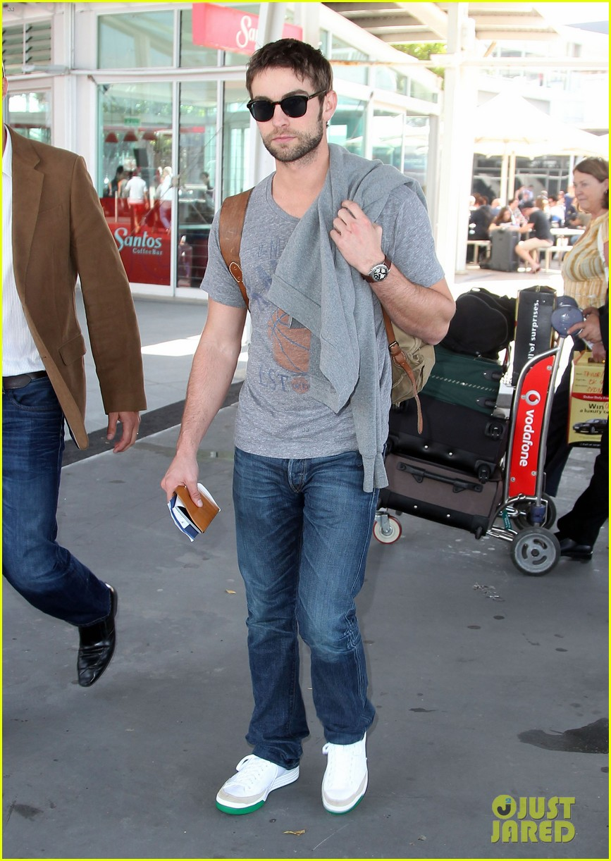 chace crawford sydney airport 02