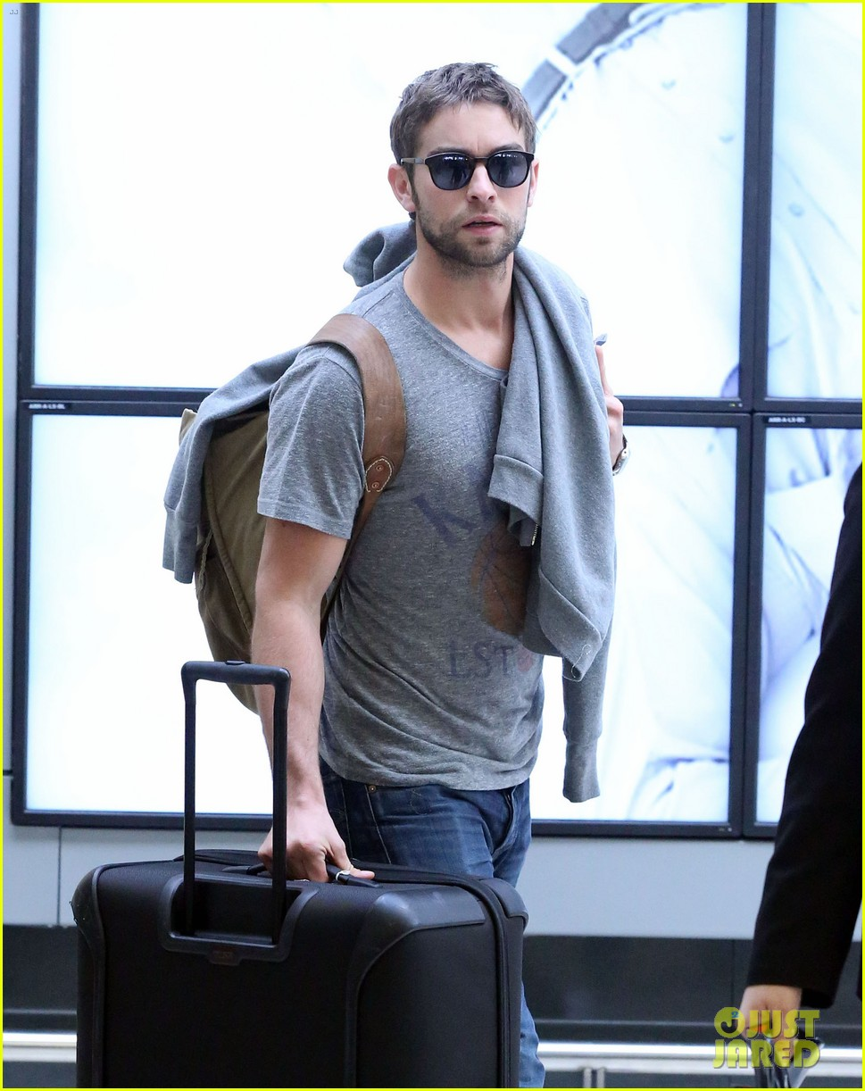 chace crawford sydney airport 05