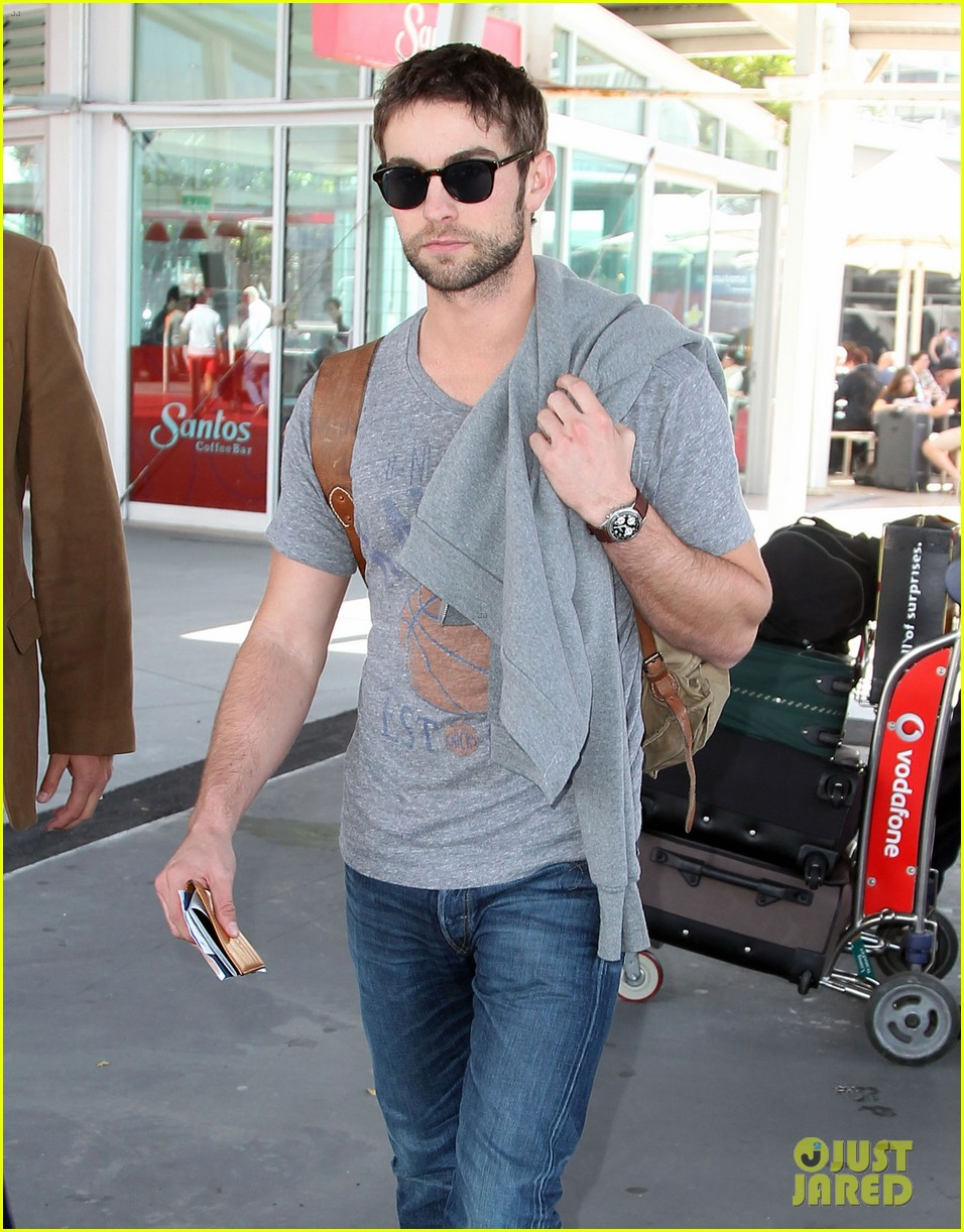 chace crawford sydney airport 09