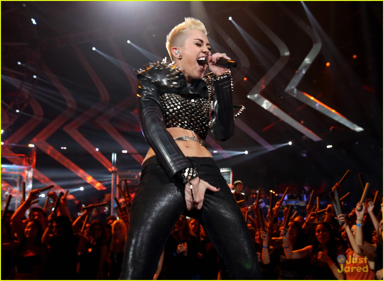miley cyrus divas performance 06