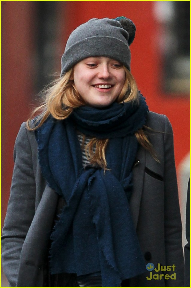dakota fanning nyc hat 01