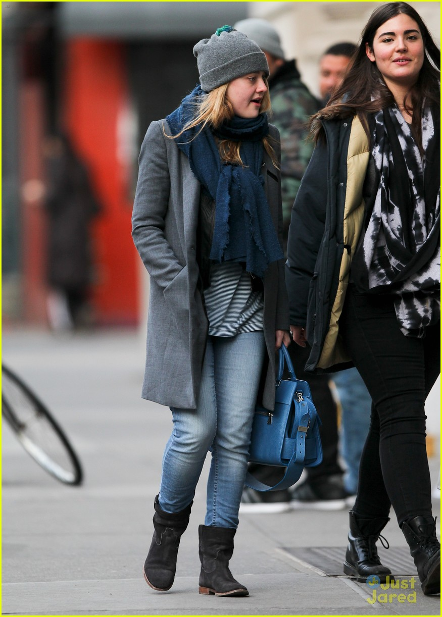 dakota fanning nyc hat 05