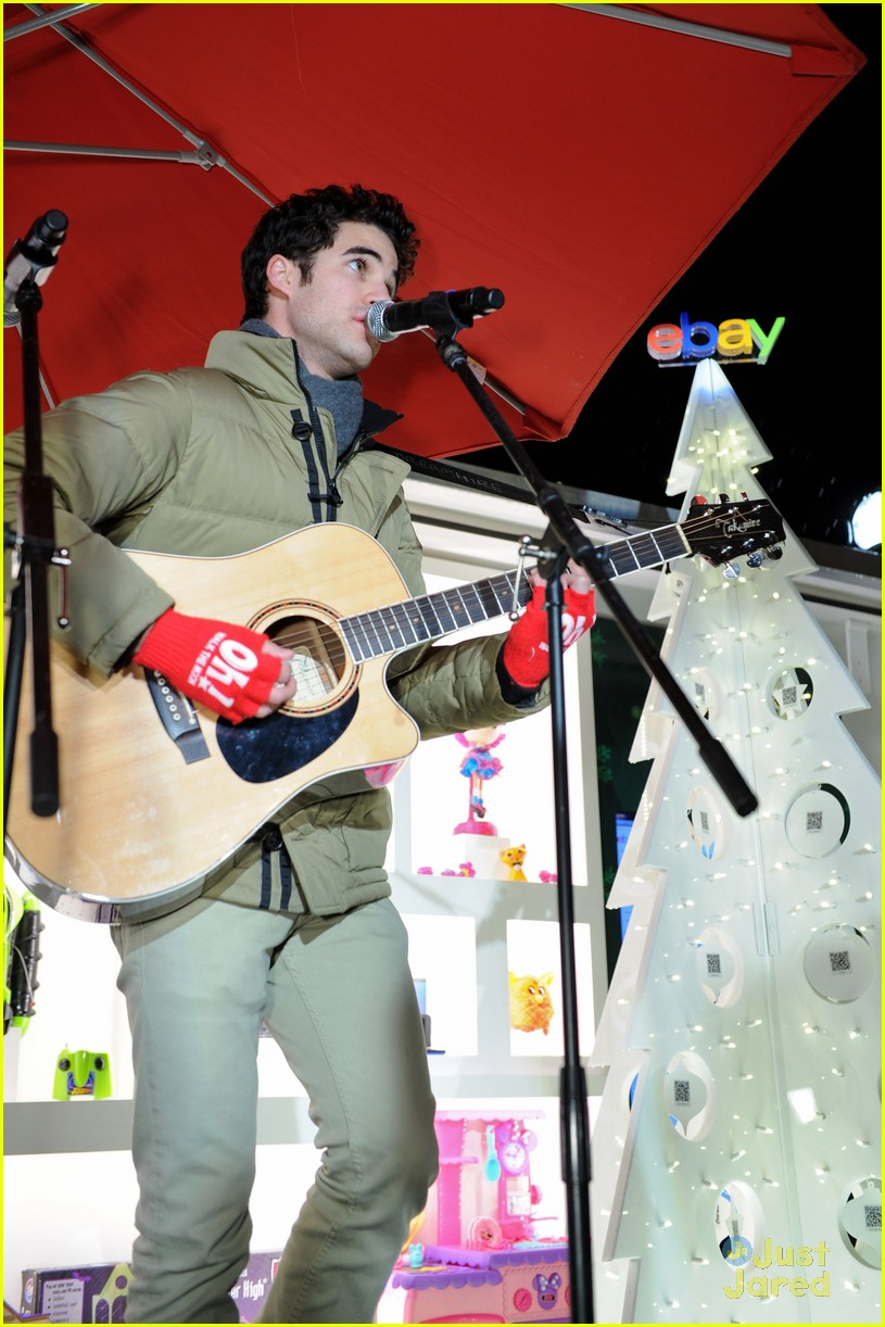 darren criss ebay holiday concert 03