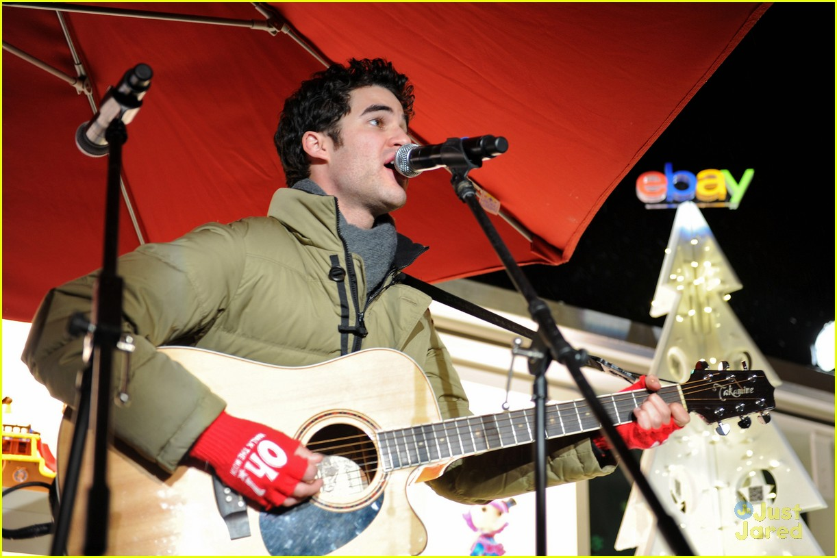 darren criss ebay holiday concert 04