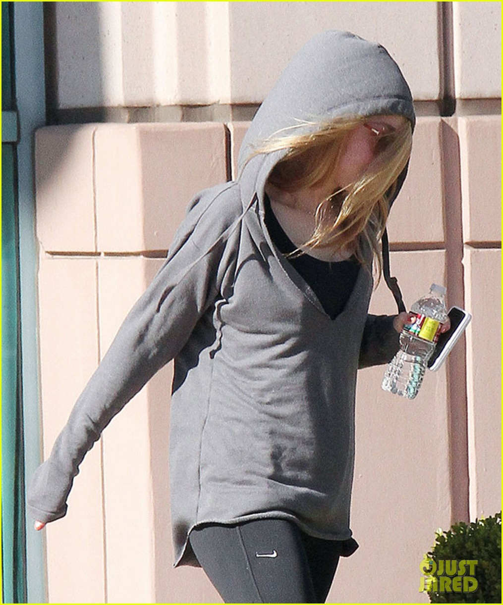 dakota fanning workout class 02