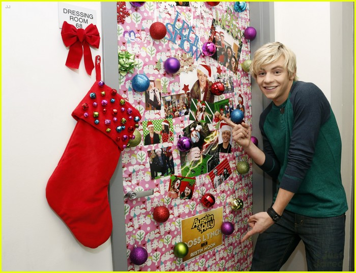 disney channel door decorating 02 - Ross Christmas Decorations