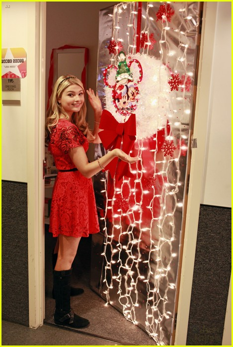 Nick And Disney Tv Stefanie Scott Shows Off Door Decorations